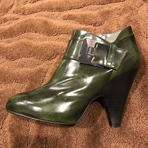 Vince Camuto size 10 green bootie